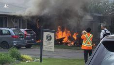 Máy bay quân sự CT-114 của Canada đâm vào nhà dân