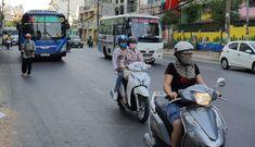 Bật đèn xe máy, xe đạp điện ban ngày: Thiếu thực tế