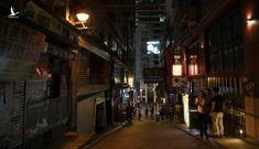 Kinh tế Hong Kong kẹt giữa hai 'làn đạn' biểu tình và Covid-19
