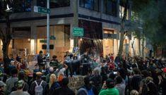 Người biểu tình chiếm khu phố Mỹ
