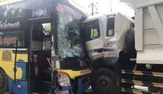 Xe khách tông trực diện xe tải, đèo Bảo Lộc kẹt cứng nhiều giờ