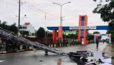 Cổng chào TP Dĩ An đổ sập, nhiều người thoát nạn