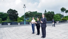 Đại sứ Mỹ Daniel Kritenbrink viếng Nghĩa trang Liệt sĩ TP.HCM