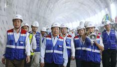 Phó Thủ tướng đi xuyên lòng đất hơn 1 km thị sát tuyến metro số 1