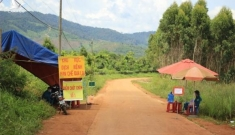 Vào nơi 1.400 người dân bị phong toả tâm dịch Gia Lai