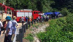 Hiện trường vụ lật xe du lịch làm 13 người chết ở Quảng Bình