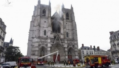 Thánh đường gần 600 năm ở Pháp bị cháy, nghi do phóng hỏa