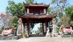Vẻ đẹp độc, lạ của ngôi đền cổ hàng trăm năm tuổi ở Nghệ An