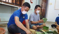 Đắk Lắk: Thầy giáo gói cả trăm chiếc bánh chưng gửi vào khu cách ly COVID-19