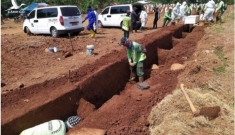 Indonesia: Không đeo khẩu trang, bị phạt đào huyệt chôn người chết vì COVID-19