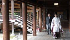 Ông Abe thăm đền chiến tranh sau khi từ chức
