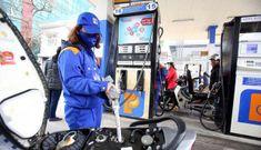 Giá xăng hôm nay giảm xuống mức 14.000 đồng/lít