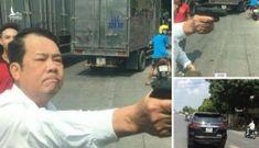 Nghi vấn xin vượt không được, tài xế rút súng đe dọa người đi đường