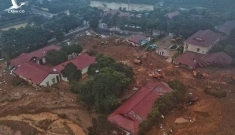 Lại xuất hiện tiếng nổ lớn cạnh nơi tìm kiếm 22 chiến sĩ bị vùi lấp ở Quảng Trị