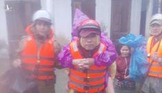 Dấu ấn Công an xã chính quy giúp dân trong mưa lũ