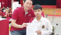 Nam sinh được bạn cõng suốt 10 năm sẽ nhập học ĐH Bách khoa Hà Nội