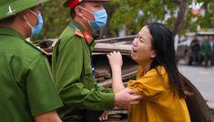 Vợ chiến sĩ hy sinh tại Đoàn 337: 'Dậy nhìn mẹ con em đi anh ơi'