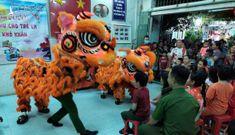Cảnh sát hình sự múa lân vui đón trung thu cùng trẻ em nghèo