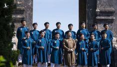 """Khi người Việt """"ném đá"""" vào áo dài"""
