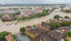 Phố cổ Hội An bị ngập sâu trong nước lũ