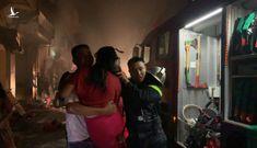 Cứu 5 người kẹt trong cửa hàng kinh doanh gas bị cháy