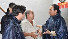 Tân Bí thư Thành ủy TPHCM Nguyễn Văn Nên dầm mưa tìm kế chống ngập