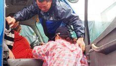 Quân đội dùng canô đưa sản phụ chuyển dạ vượt lũ 20km đến bệnh viện