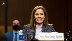 Ủy ban Thượng viện phê chuẩn thẩm phán Amy Barrett vào Tòa án Tối cao do Tổng thống Mỹ đề cử