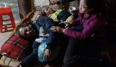 Vụ sạt lở ở Quảng Trị, 22 chiến sĩ gặp nạn: Mẹ già khóc ngất, lao vào dòng nước lũ tìm con