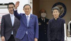 Thủ tướng Nhật Bản lên máy bay đến Hà Nội