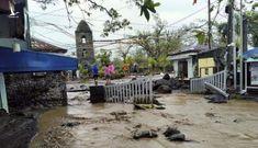 """Siêu bão Goni """"gầm rú"""" ở Philippines, số người thiệt mạng tăng lên"""