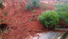 Quảng Nam lại xảy ra sạt lở núi, người đi đường vứt xe bỏ chạy thoát thân