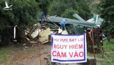 Hiện trường vụ sạt lở vùi lấp 3 ngôi nhà ở Đắk Lắk