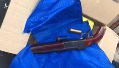 Bắt nghi can vận chuyển ma túy, phát hiện súng tự chế trong thùng hàng