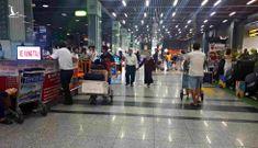Cám cảnh leo 4 lầu chờ Grab, 'cắn răng' vẫy taxi ở Tân Sơn Nhất
