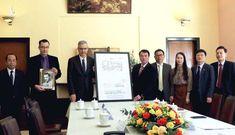 Đại sứ Pháp trao tặng Việt Nam sơ đồ thiết kế dinh Bảo Đại