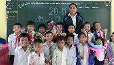 Học sinh nói thèm cơm, thầy giáo vùng cao vét sạch tiền trong túi đáp ứng mong ước của trò
