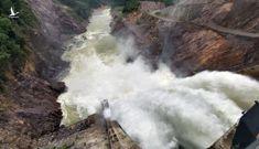 Thuỷ điện tích nước 'chui' trước khi bão Vamco đổ bộ