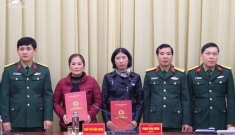 Vợ của 4 liệt sĩ Đoàn 337 được nhận vào quân đội