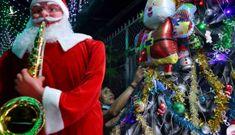 Xóm đạo Sài Gòn tặng bong bóng miễn phí để nhiều người hòa mình Giáng sinh