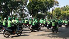 Giải tán hàng trăm tài xế mặc áo Grab diễu hành quanh hồ Gươm