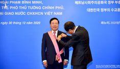 Hàn Quốc trao Huân chương Quang Hoa cho Phó Thủ tướng Phạm Bình Minh