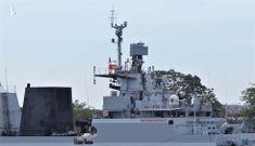Cận cảnh tàu chiến săn ngầm Ấn Độ chở hàng viện trợ miền Trung Việt Nam