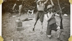 Khoảnh khắc vui vẻ của binh sĩ trên chiến trường hơn 80 năm trước