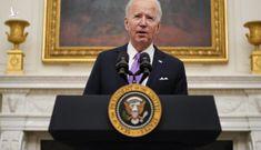 Tổng thống Biden ra lệnh cách ly những người bay đến Mỹ