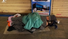 Người vô gia cư tại Hà Nội run rẩy trong cái lạnh thấu xương