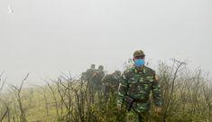 Hình ảnh lính biên phòng tuần tra giữa trời đông giá rét