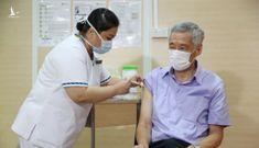 Thủ tướng Singapore tiêm vắc xin COVID-19 của hãng Pfizer/BioNTech