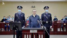 """Choáng với 3 tấn tiền """"chất như núi"""" trong nhà quan tham Trung Quốc"""