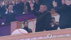 """""""Bóng hồng"""" đặc biệt vừa xuất hiện phía sau ông Kim Jong-un"""